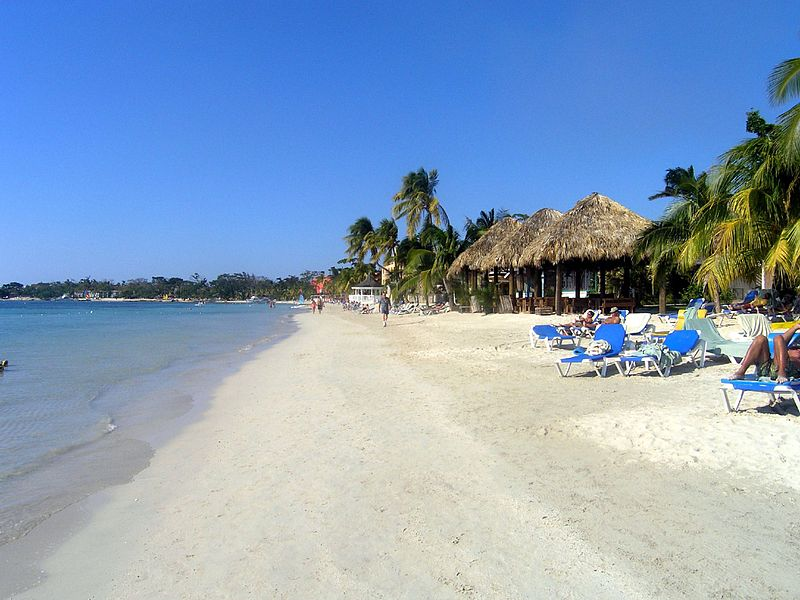 P1220081-A_view_of_the_beach_at_Sandals,_Negril_(205033139)